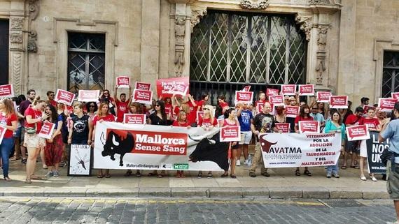 300 personas pedimos la abolición de la tauromaquia en Baleares