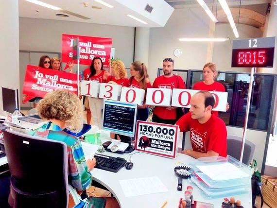 Mallorca Sense Sang entrega 130.000 firmas contra la tauromaquia