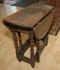 Small 17th C Oval Oak Gateleg Table - Antiques Atlas