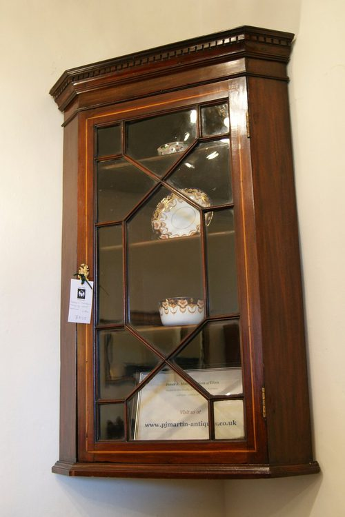 GEORGIAN MAHOGANY HANGING CORNER CABINET  Antiques Atlas