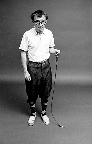 Steve Schapiro, Woody Allen Ant on a Leash, New York