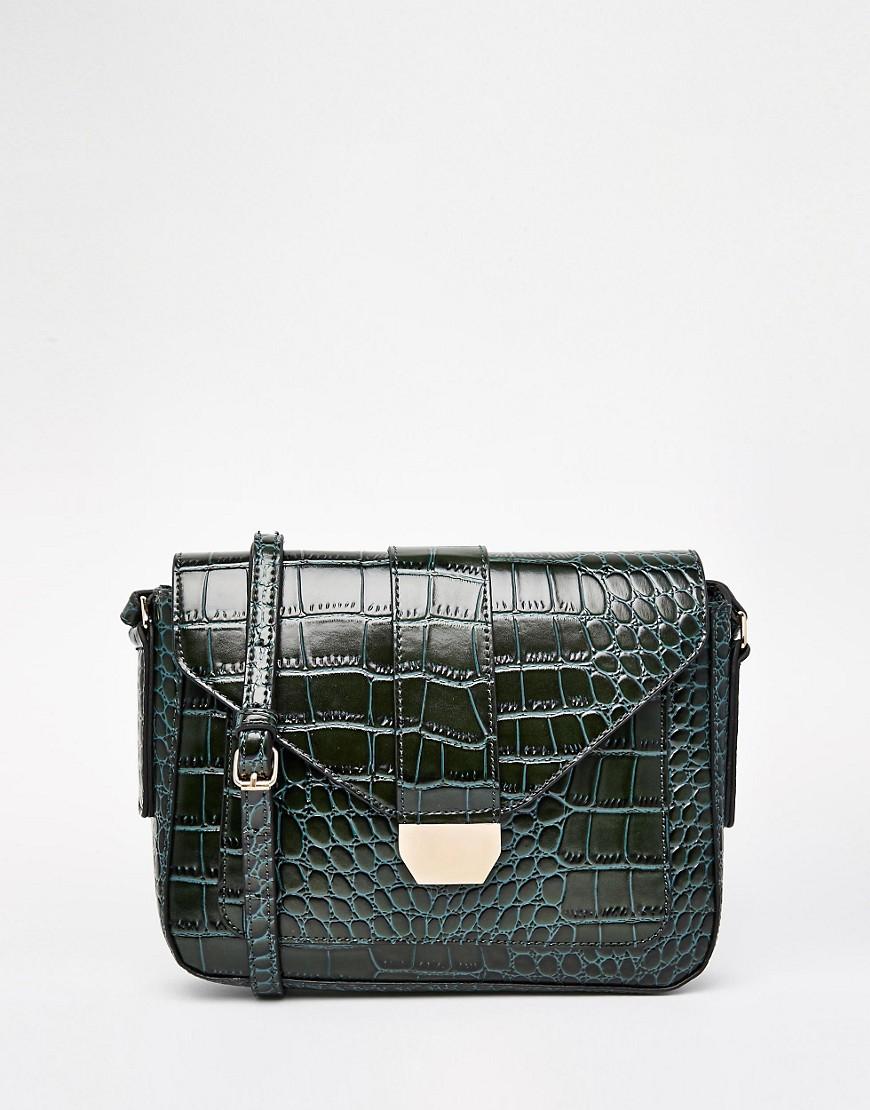 Imagen 1 de Bolso bandolera estilo satchel de piel efecto cocodrilo con hebilla de Warehouse