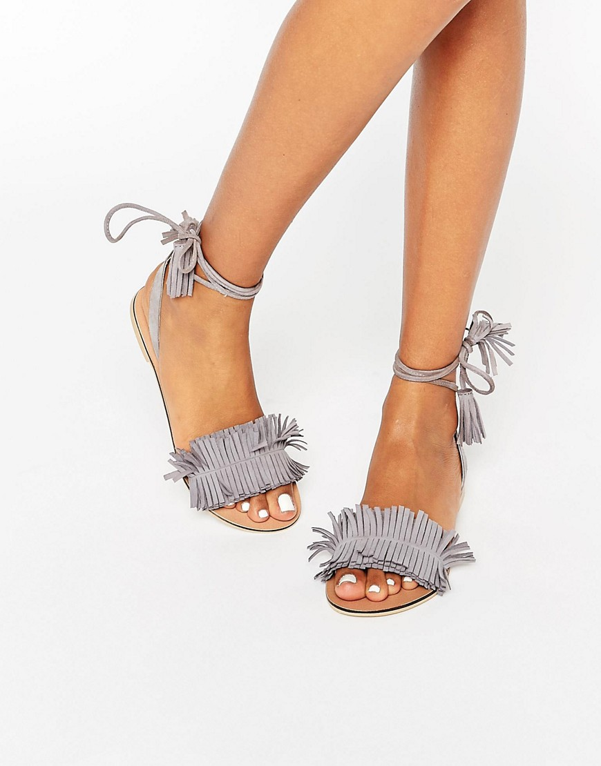 Bild 1 von ASOS – FLASHY – Wildleder-Sandalen mit Beinschnürung und Fransen