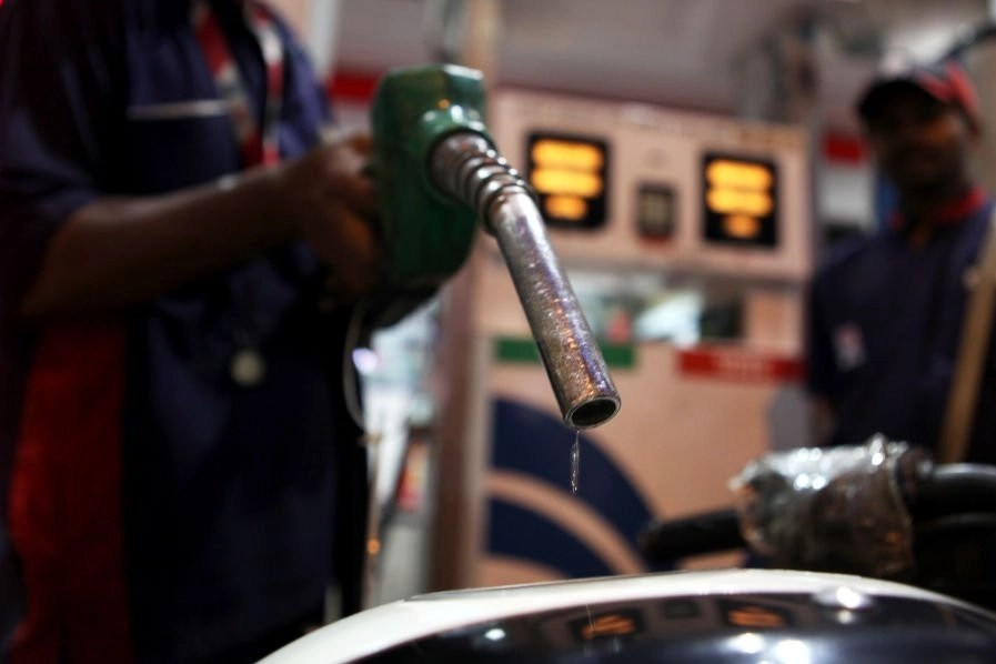 A petrol-pump in Prabhadevi, Mumbai. (Sattish Bate/Hindustan Times via GettyImages)