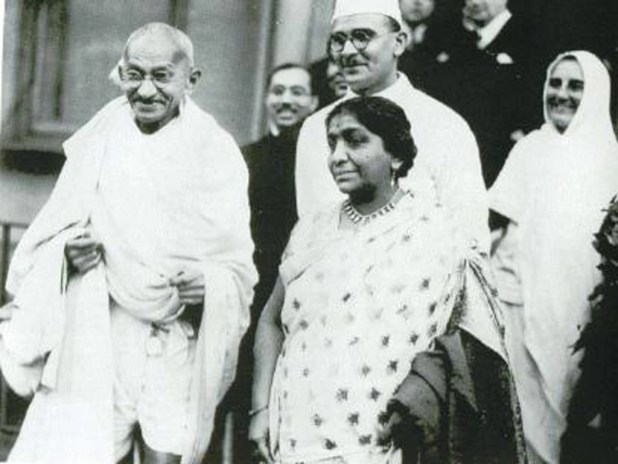 Gandhi with Sarojini Naidu in London.