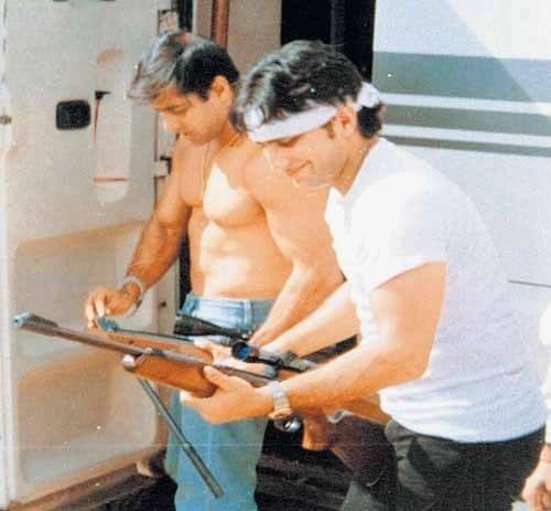 Salman Khan and Saif Ali Khan with the guns that were reportedly used to shoot the blackbucks. (Photo courtesy: Facebook/Ketan Ranga)