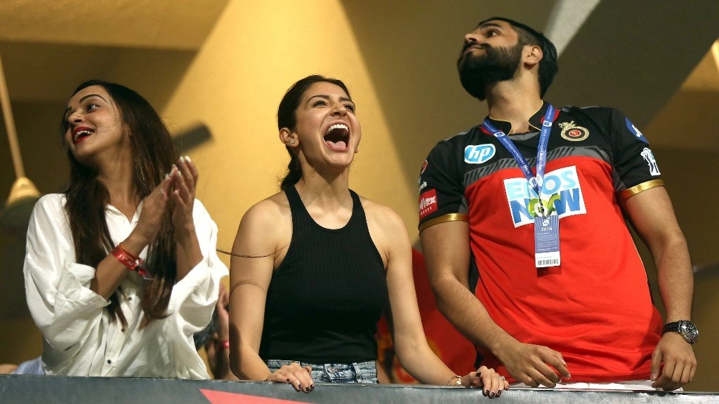 IPL 2018 Anushka Cheers For Virat Kohli Amp Co From Vanity