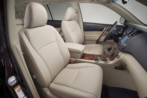 toyota 4runner captains chairs wheelchair shop 2013 vs 2014 highlander what s the difference autotrader featured image large thumb3
