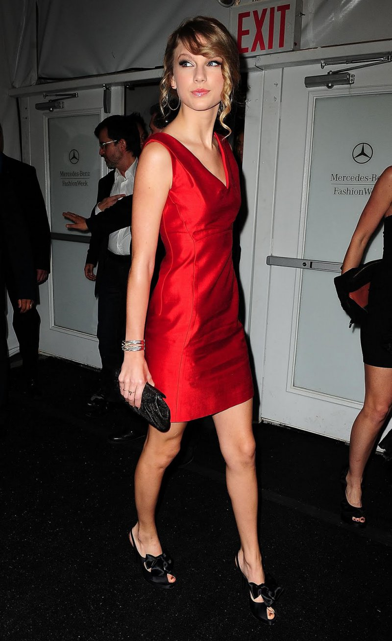 Taylor Swift S Legs And Feet 23 Sexiest Celebrity Legs And