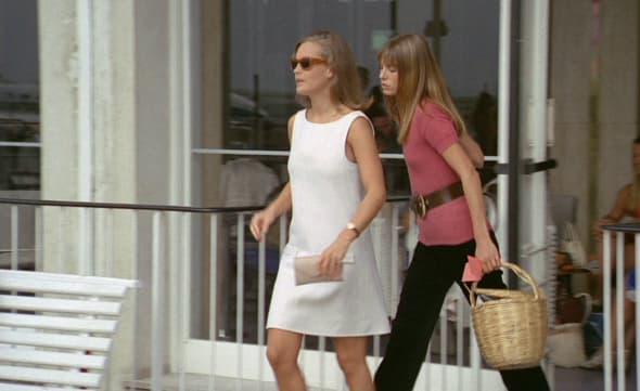 "In the scorching summer of 1968, five years after their separation, alain delon and romy schneider found themselves on the set of la piscine. Dans les vestiaires du cinéma: Romy Schneider et Jane Bikin dans ""La Piscine"""