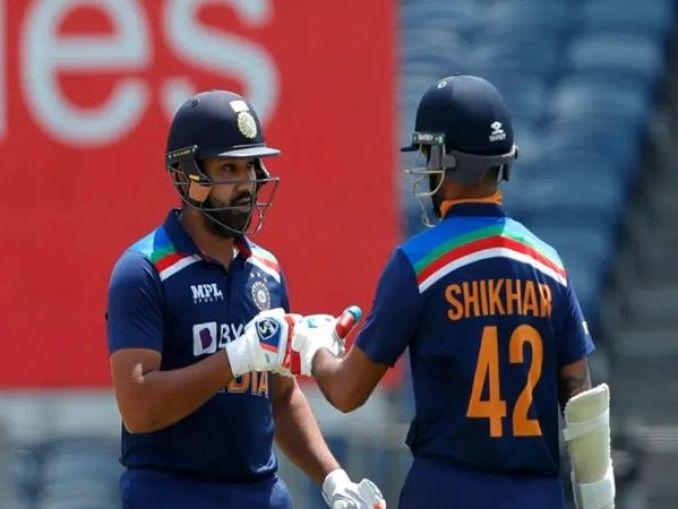 भारत और इंग्लैंड  के खिलाफ टी-20 मैच में भारत ने रोहित-धवन के साथ ही चार ओपनिंग जोड़ी अजमाया। अंतिम टी-20 में विराट ने रोहित के साथ भारतीय पारी की ओपनिंग की। - Dainik Bhaskar