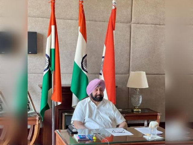 Punjab Chief Minister Captain Amarinder Singh interacting with Prime Minister Narendra Modi and Home Minister Amit Shah in a high level meeting.  - Dainik Bhaskar