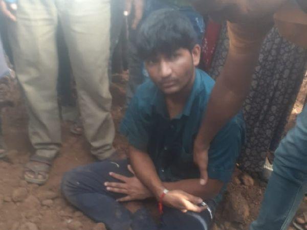 ग्रामीणों ने जब आरोपी से मां और भाई की हत्या की वजह पूछी तो उसने कहा कि उसे कुछ भी याद नहीं है।  उलटा वह ग्रामीणों से ही पूछ रही थी कि उसके परिवार के लोग कैसे हैं?