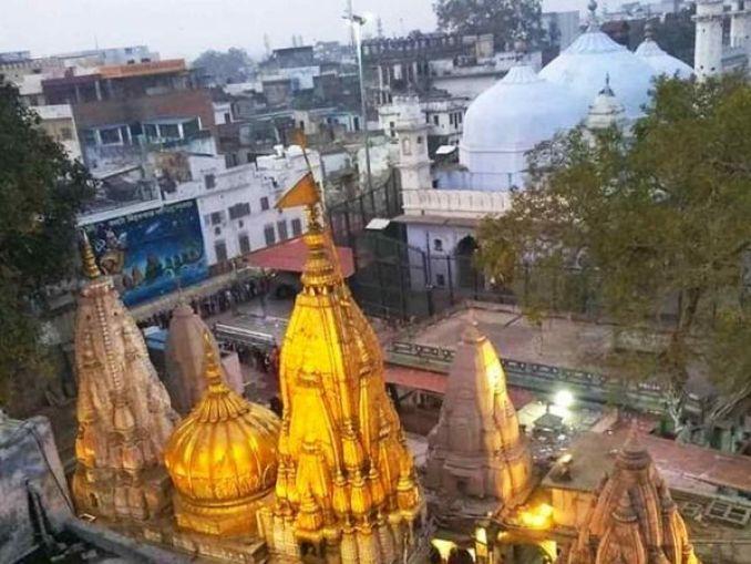 वाराणसी में मुगल बादशाह औरंगजेब के आदेश पर ऐतिहासिक मंदिर को तोड़कर ज्ञानवापी मस्जिद बनाई गई थी। हिंदू समुदाय इसे अपना ऐतिहासिक स्थल मानता है।- फाइल फोटो। - Dainik Bhaskar