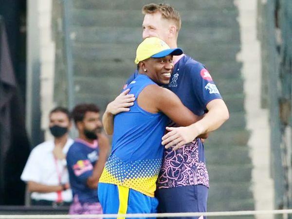 मैच से पहले चेन्नई के ड्वेन ब्रावो और राजस्थान के क्रिस मॉरिस मस्ती करते हुए।