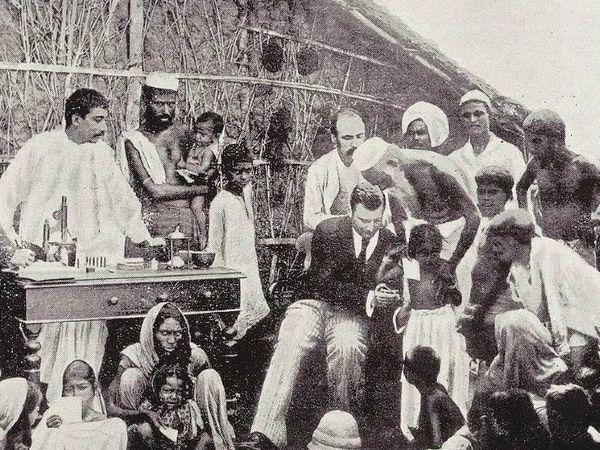 ब्रिटिश सरकार के अफसर भारत के छोटे बच्चों और महिलाओं को भी नहीं छोड़ते थे। इन सभी पर जबरन वैक्सीन का ट्रायल किया जाता था।