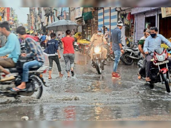 In Sehore on Tuesday, 35 minutes of pre-monsoon rain caused water logging at many places in the city.