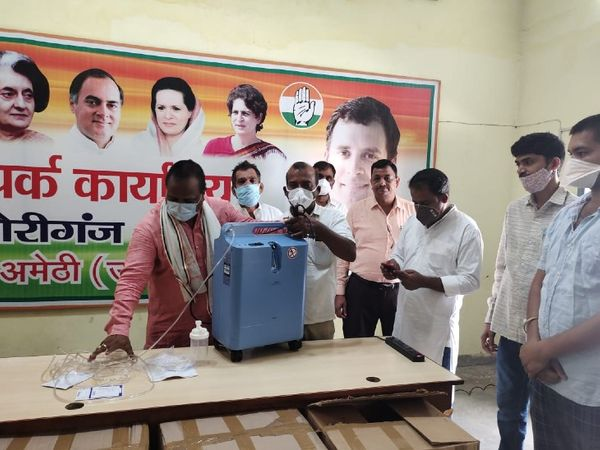 Congress leaders distributing oxygen concentrator sent by Rahul Gandhi.