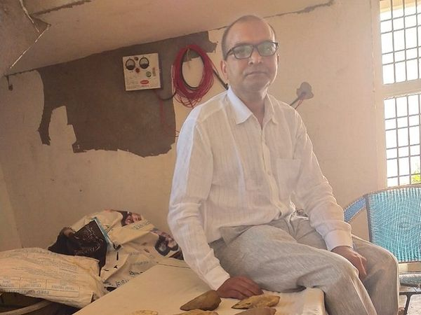 Dr. Vinay Tiwari, a resident of Torwa, Bilaspur, is a professor in a government college in Jashpur.