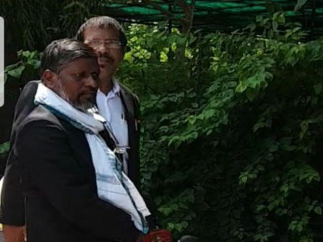 प्रभाकर अब एक बार फिर मीडिया के जरिए राहुल शर्मा मामले की जांच की मांग कर रहे हैं.  - दिनक भास्कर