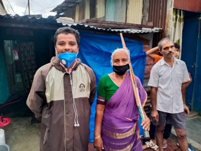 पुणे के हड़पसर में दादी इसी झोपड़ी में रहती हैं।