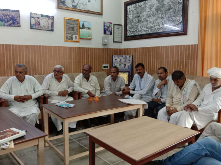 The Indian Farmers Union in Muzaffarnagar is being jammed at 9 points.  Farmer leaders are preparing for this