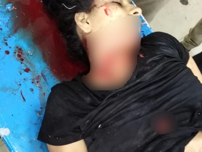 मृतक युवती के शरीर पर कई जगह वार के निशान।