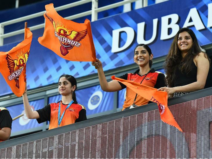 मैच में सनराइजर्स हैदराबाद की जीत के बाद उसके फैंस के चेहरे पर खुशी साफ नजर आई।