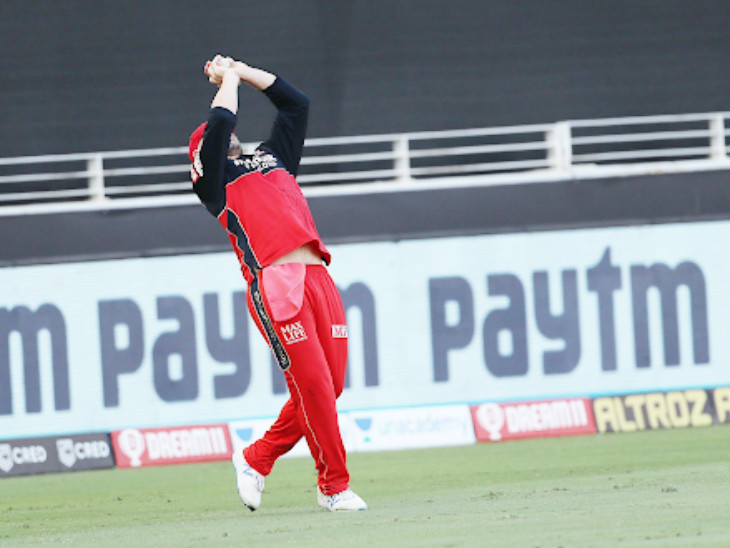 Aaron Finch catches Uthappa at the boundary line.