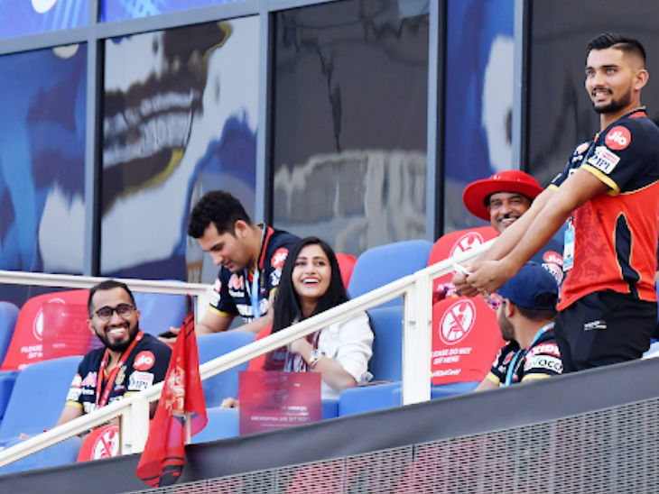 Yuzvendra Chahal's fiancée Dhanashree Verma looked happy after RCB's thrilling win.