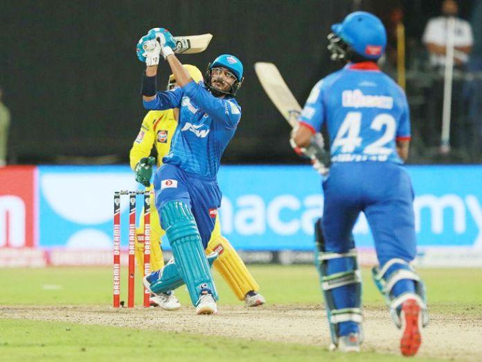 अक्षर पटेल ने आखिरी ओवर में 4 बॉल खेलीं और 3 छक्के लगाते हुए मैच दिल्ली को जिता दिया। चेन्नई के लिए यह ओवर स्पिनर रविंद्र जडेजा ने किया।