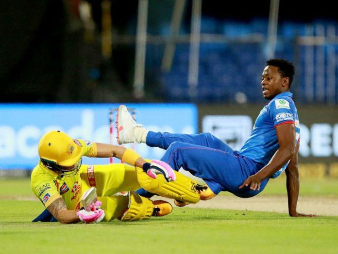 मैच में चेन्नई सुपर किंग्स के ओपनर फाफ डु प्लेसिस रन लेने के दौरान दिल्ली के बॉलर कगिसो रबाडा से टकरा गए।