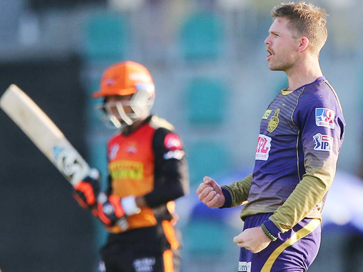Loki Ferguson of KKR took 3 wickets for 15 runs in 4 overs.  In the super over, Ferguson dismissed Warner and Samad.