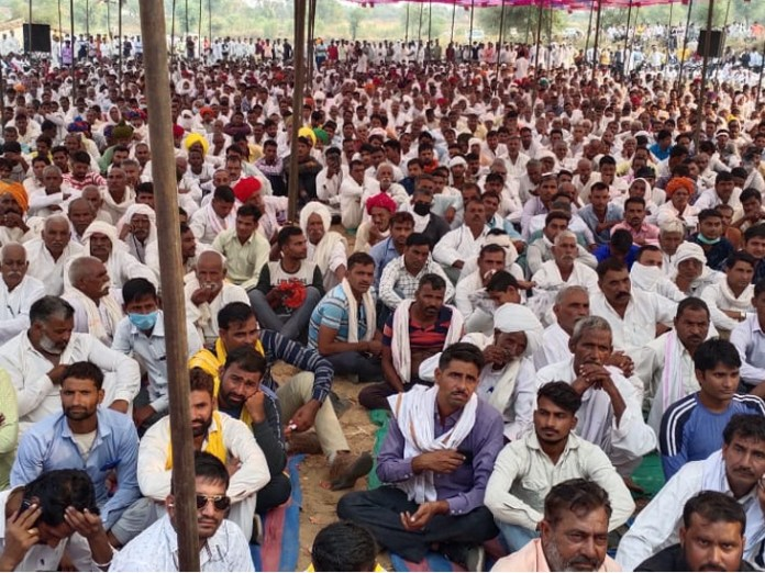 About four thousand people attended the Gurjar Mahapanchayat.