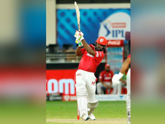 मैच के दूसरे सुपर ओवर में 12 रन के टारगेट का पीछा करते हुए ट्रेंट बोल्ट की पहली बॉल पर क्रिस गेल ने छक्का जड़ा था।