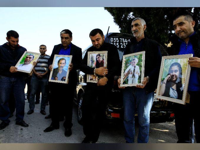 शनिवार को गांजा शहर में हुए रॉकेट हमले में एक परिवार के पांच सदस्यों की मौत हो गई। दोनों देशों में जारी जंग के बीच एक रॉकेट उनके घर से टकरा गया। उनकी तस्वीरों के साथ फैमिली मेंबर।
