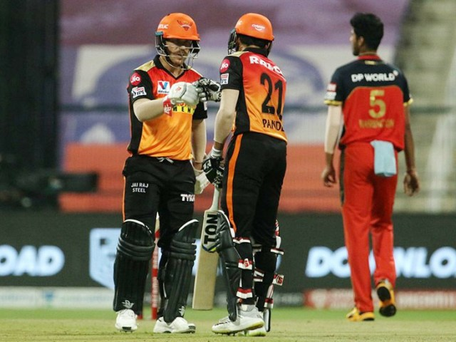 Warner and Manish Pandey could not do much in this match.  Warner 17 and Manish were out for 24 runs.
