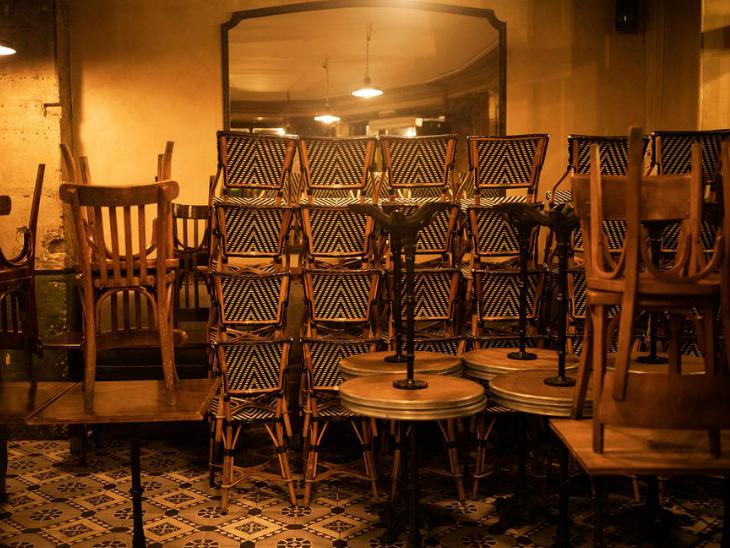सियोल में एक बार फिर सरकार सख्त उपाय लागू कर रही है। यहां फिलहाल उन रेस्टोरेंट्स और बार पर कार्रवाई कर रही है, जो रात 9 बजे के बाद भी खुले रहते हैं। ऐसे कई रेस्टोरेंट्स और बार को बंद कर दिया गया है।