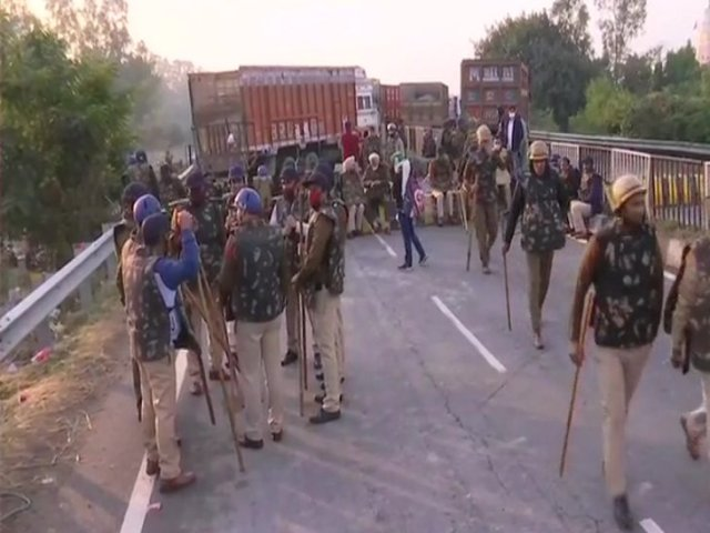 Police deployed to prevent farmers from moving towards Delhi.