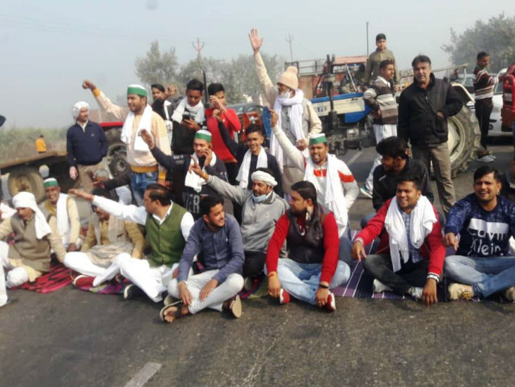 Farmers blocked the highway in Meerut during Bharat Bandh.  They demand that the agricultural bill passed by the central government be immediately withdrawn.