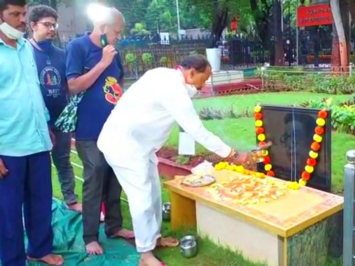बाला साहब के स्मारक का 'शुद्धिकरण' !  - दैनिक भास्कर