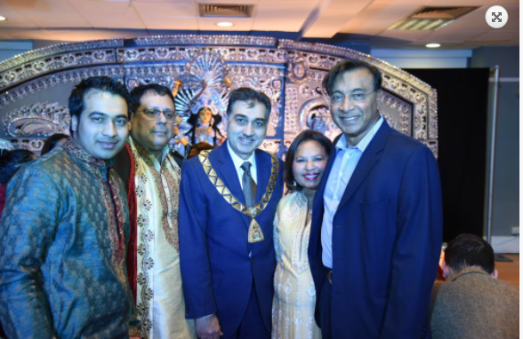 Indian-origin industrialist Lakshmi Mittal also comes to seek the blessings of her mother.