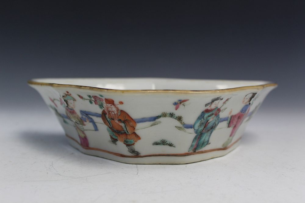 Chinese famille Rose Porcelain Dish, 19th C.
