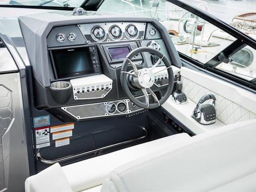 Cruisers Yachts 338 South Beach Edition Bow Rider 2017