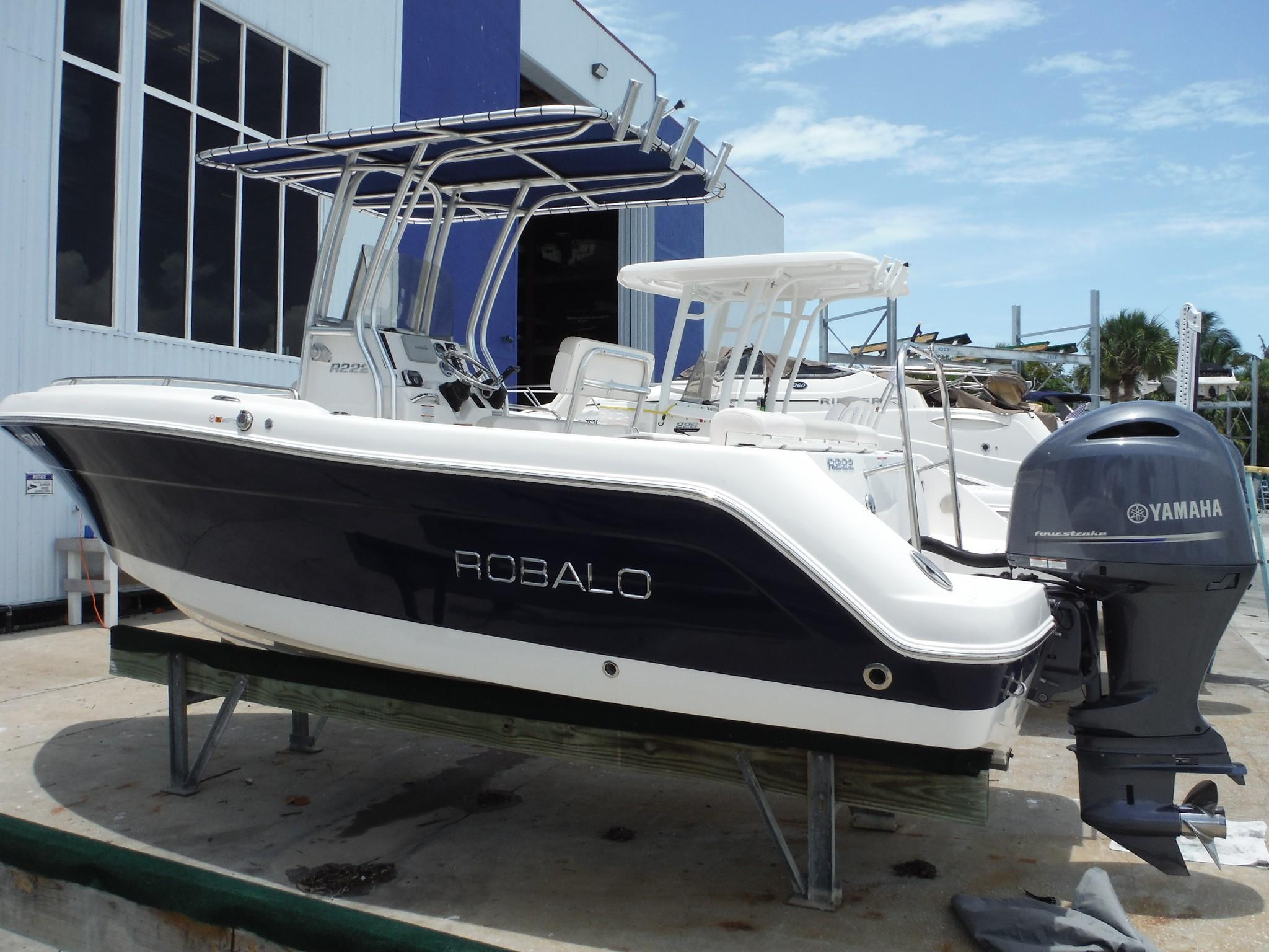 hight resolution of robalo r222 center console