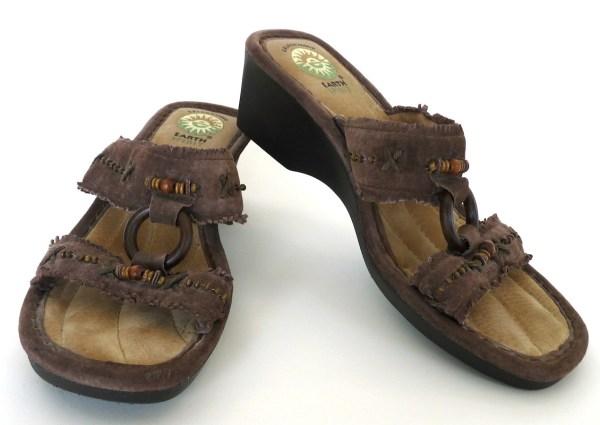 Women' Earth Spirit Wedge Sandals Size 9 Brown Suede Wood