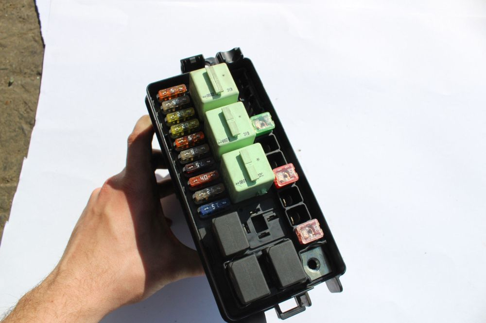 medium resolution of  mini cooper engine bay fuse box and 50 similar items s l1600