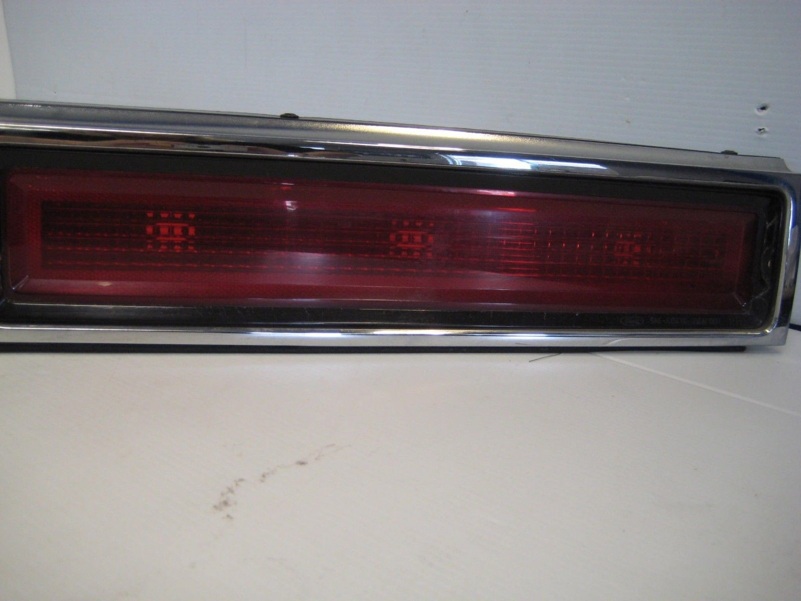 hight resolution of lincoln town car 1998 rear center tail light finish panel oem