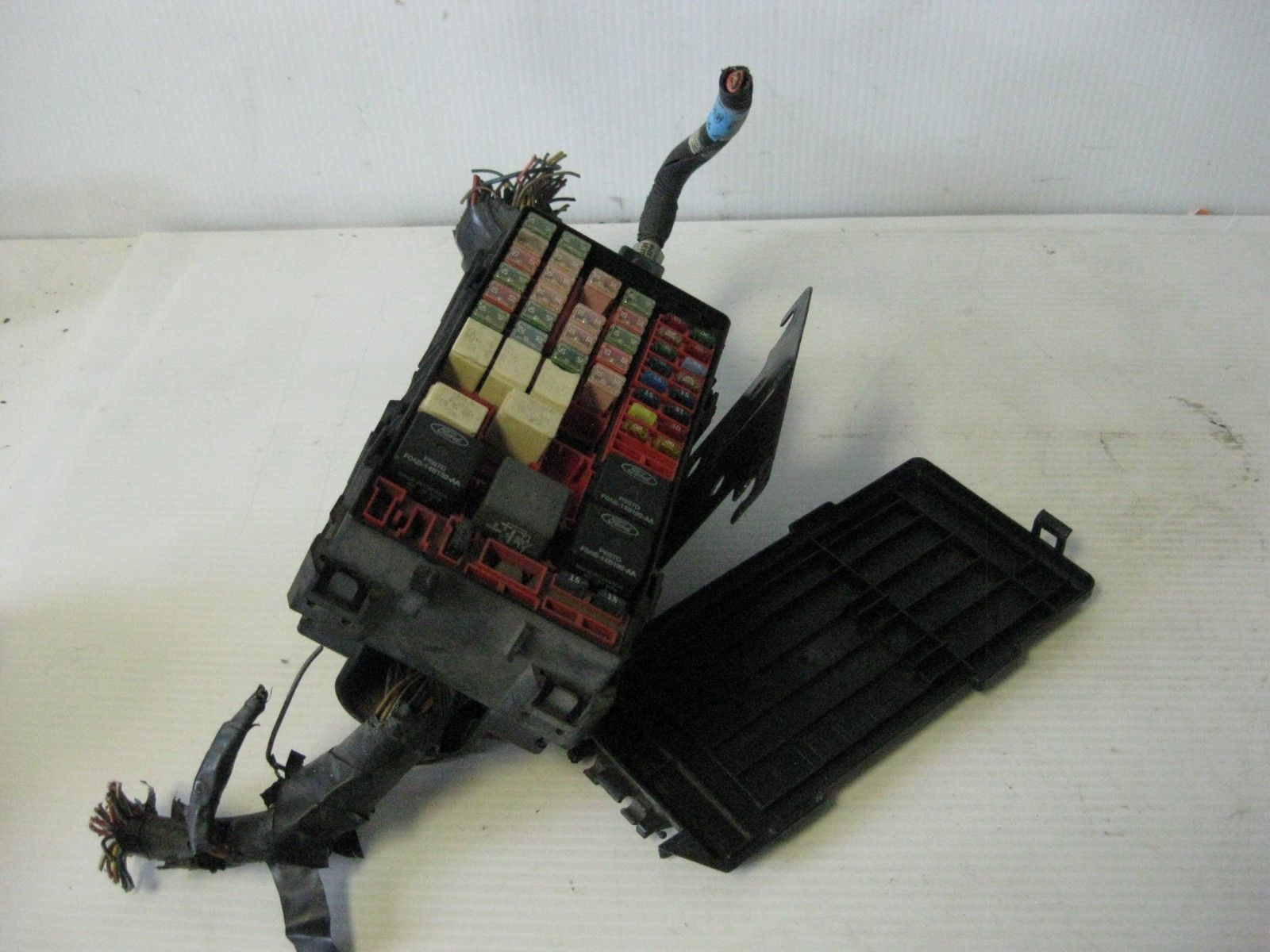 hight resolution of ford windstar sel 2002 engine fuse box w mounting bracket pigtails oem 33 27