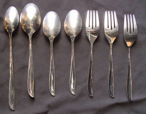 Oneida Community Stainless Twin Star Flatware Spoons Forks 7 Pieces - & Silverware
